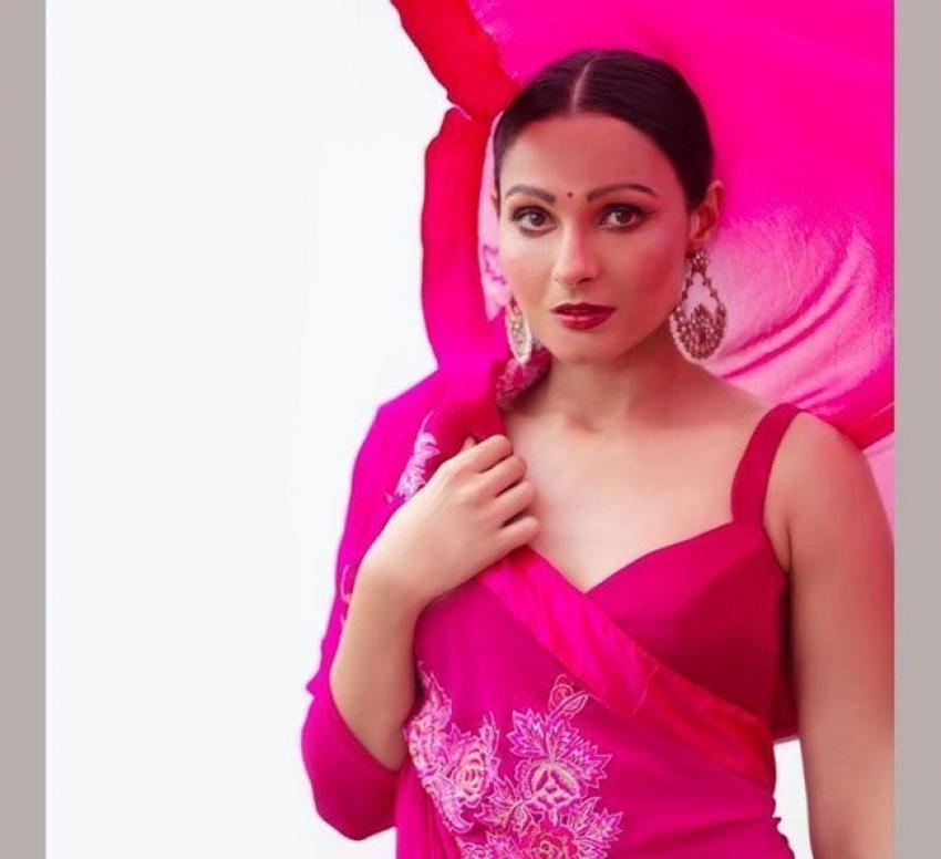 സ്റ്റൈലൻ ലുക്കിൽ പാട്ട് പാടി ആൻഡ്രിയ ജെർമിയ, ചിത്രം നോക്കൂ