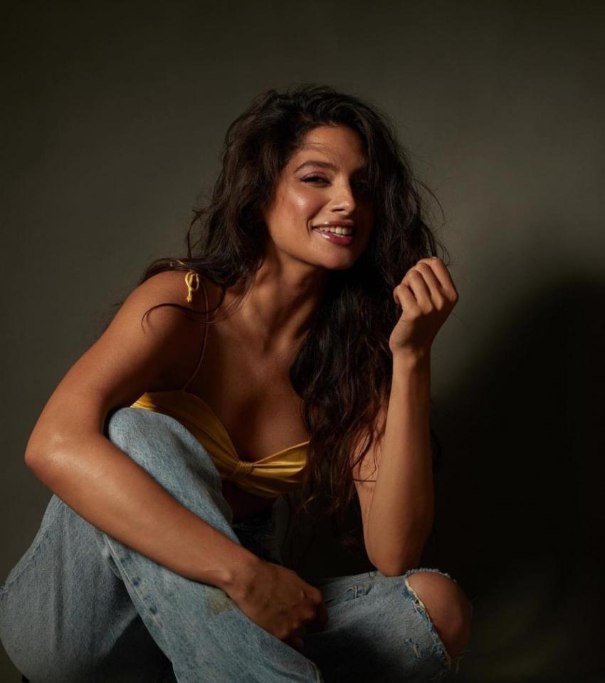 Tanya Hope హాట్ హాట్గా అదరగొట్టిన యంగ్ హీరోయిన్.. క్లీవేజ్ షోతో మిరిసిన తార