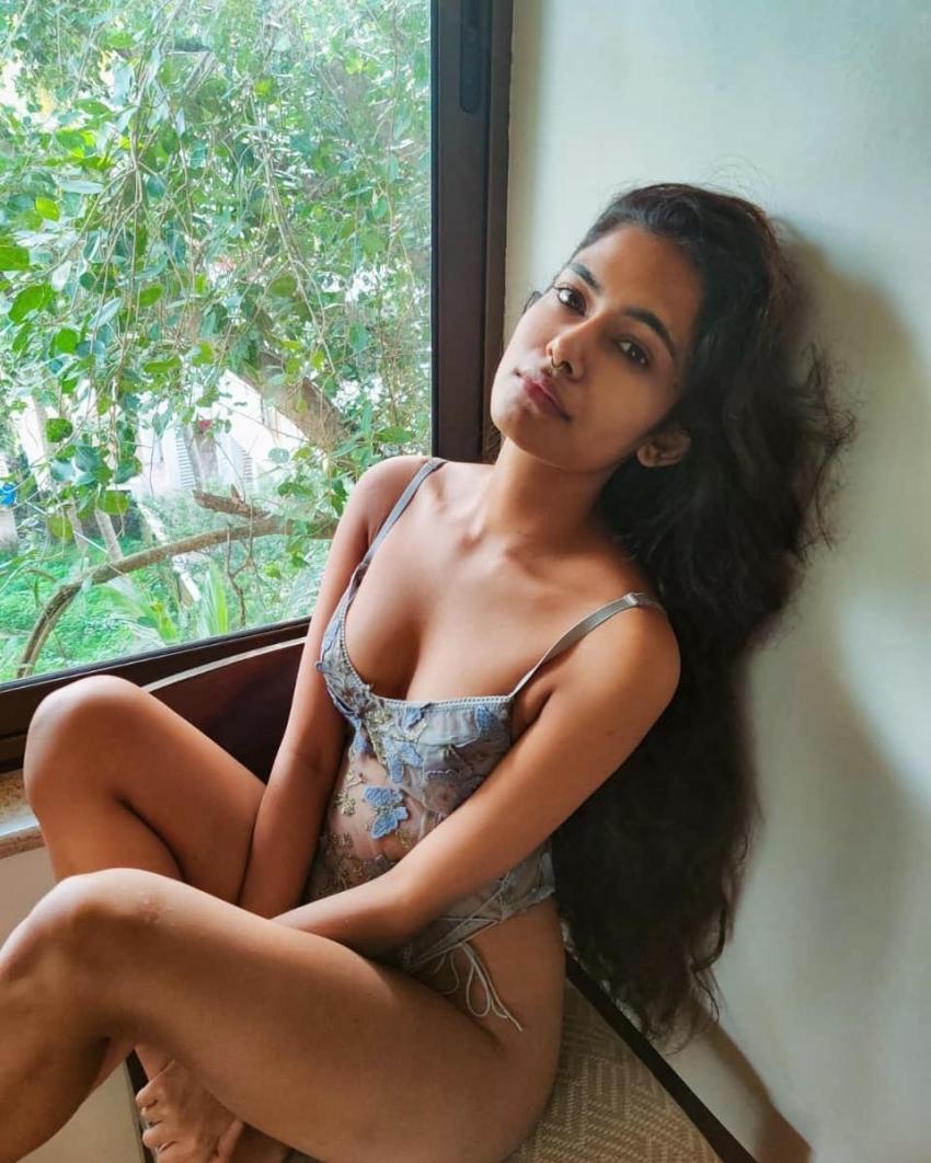 ഹോട്ട് ലുക്കില് നടി ഐശ്വര്യ സുരേഷ്, കളി നായികയുടെ ഫോട്ടോഷൂട്ട് വൈറല്