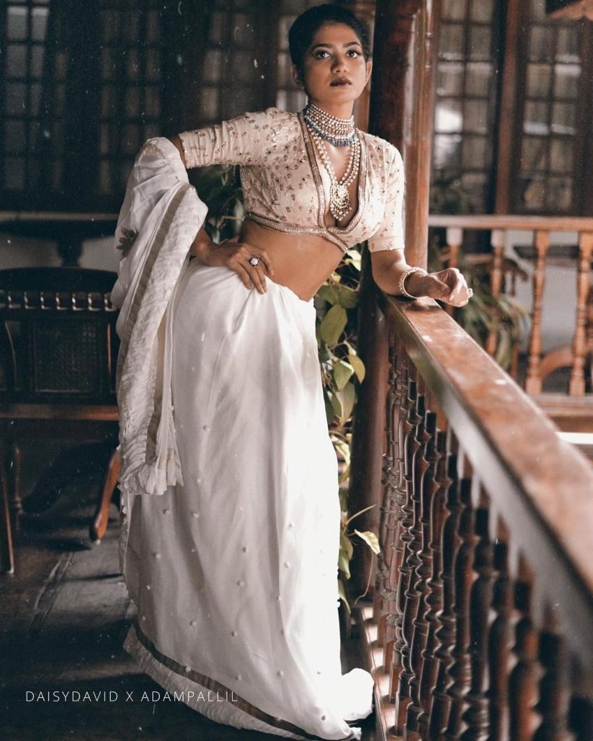 വേറിട്ട ഗെറ്റപ്പിൽ  അനാർക്കലി മരയ്ക്കാർ, ചിത്രം  വൈറലാവുന്നു