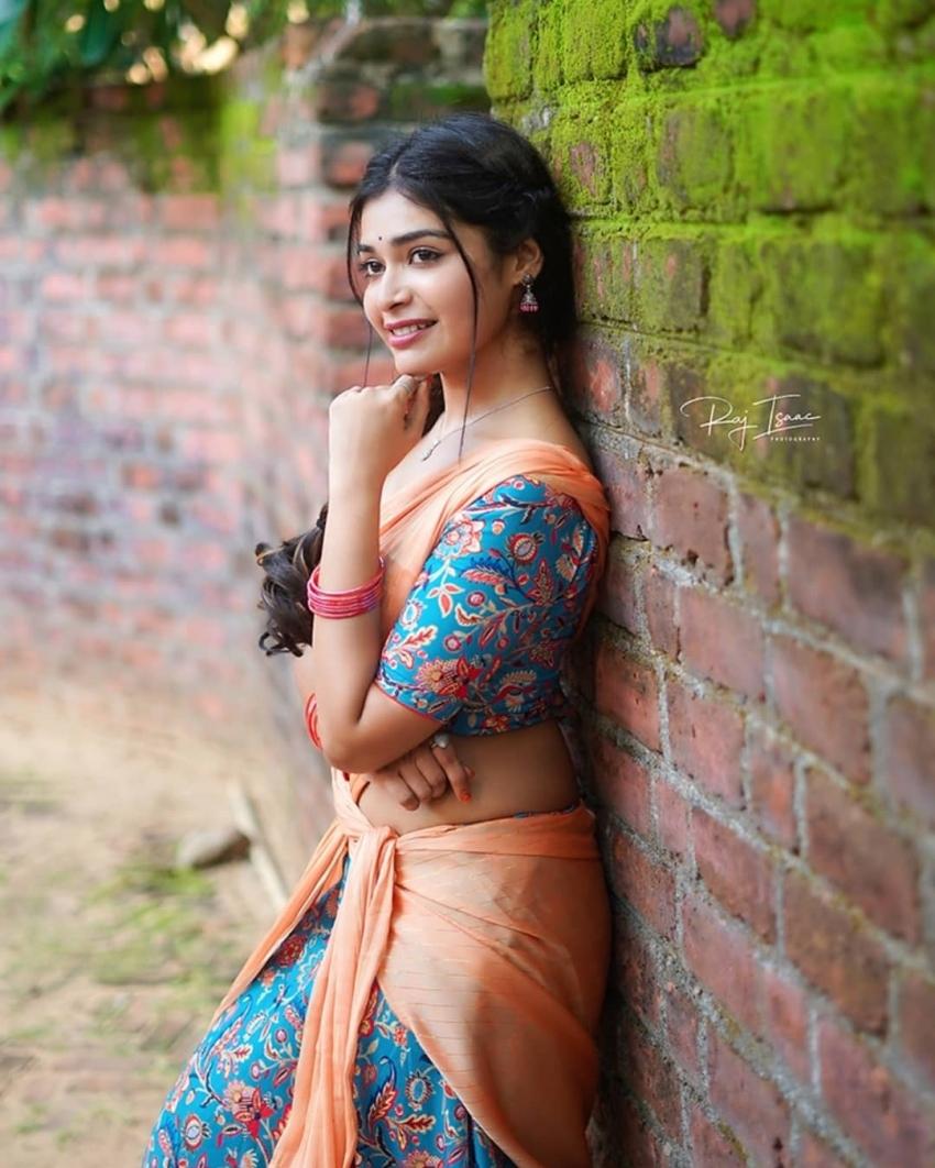 சேலையில் ஓர் தேவதை… த்ரிஷா குப்தா அழகில் மயங்கிய ரசிகாஸ் !
