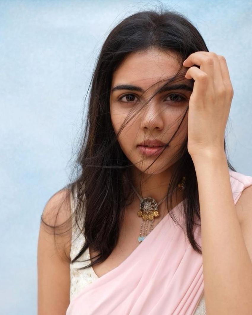 அழகில் சொக்க வைக்கும் கல்யாணி பிரியதர்ஷன்... அழகிய ஃபோட்டோஸ்