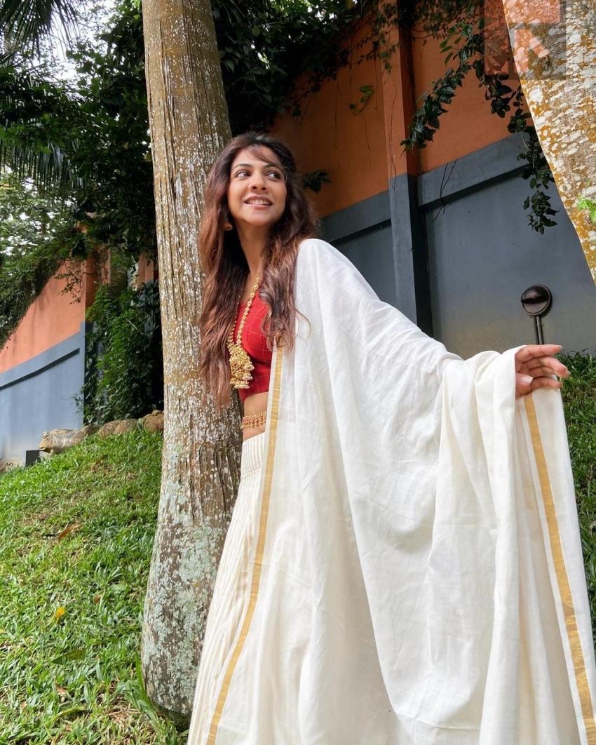 പാട്ടുപാവാടയിൽ തിളങ്ങി മഡോണ, നടിയുടെ സ്റ്റൈലൻ ചിത്രങ്ങൾ വൈറലാവുന്നു