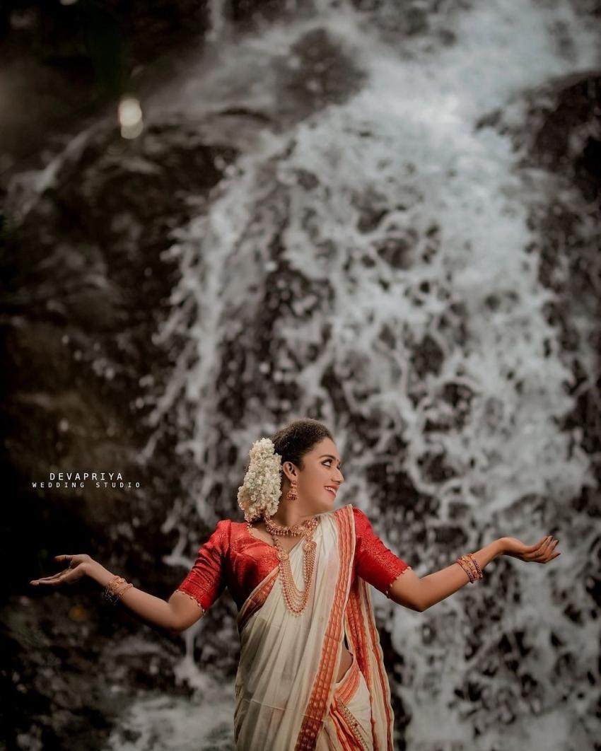 സാരിയില് സുന്ദരിയായി മറീന മൈക്കിള്, ഓണം ഫോട്ടോഷൂട്ട് വൈറല്,