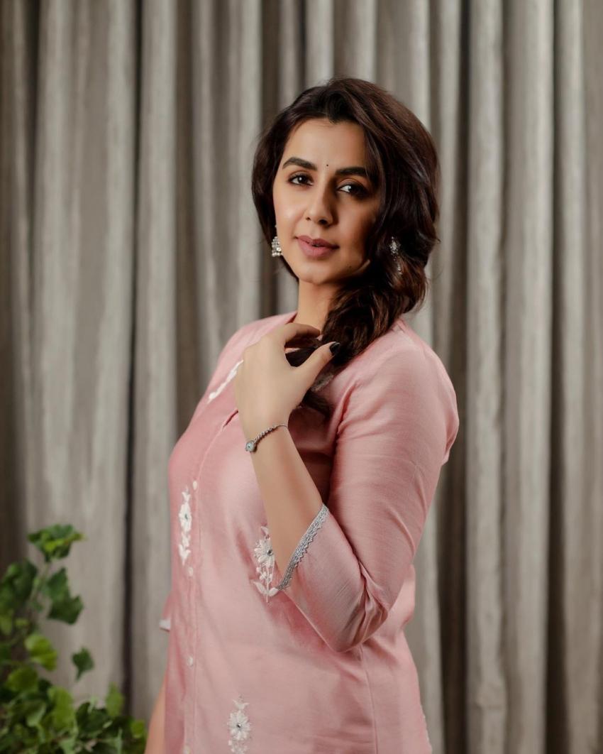 സിമ്പിൾ ലുക്കിൽ നിക്കി ഗൽറാണി,  പുതിയ ചിത്രം വൈറലാകുന്നു