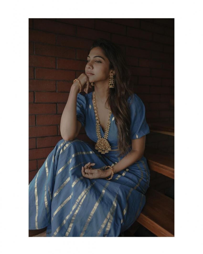 നീലയണിഞ്ഞ് സുന്ദരിയായി മഡോണ; സൂപ്പര് ചിത്രങ്ങളിതാ