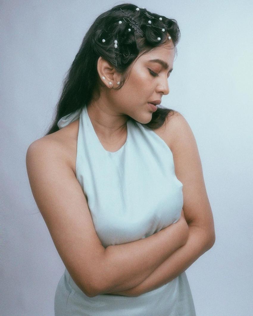 ബോള്ഡ് ലുക്കില് ശ്രിന്ദ; മേക്കോവര് കണ്ട് ഞെട്ടി സോഷ്യല് മീഡിയ