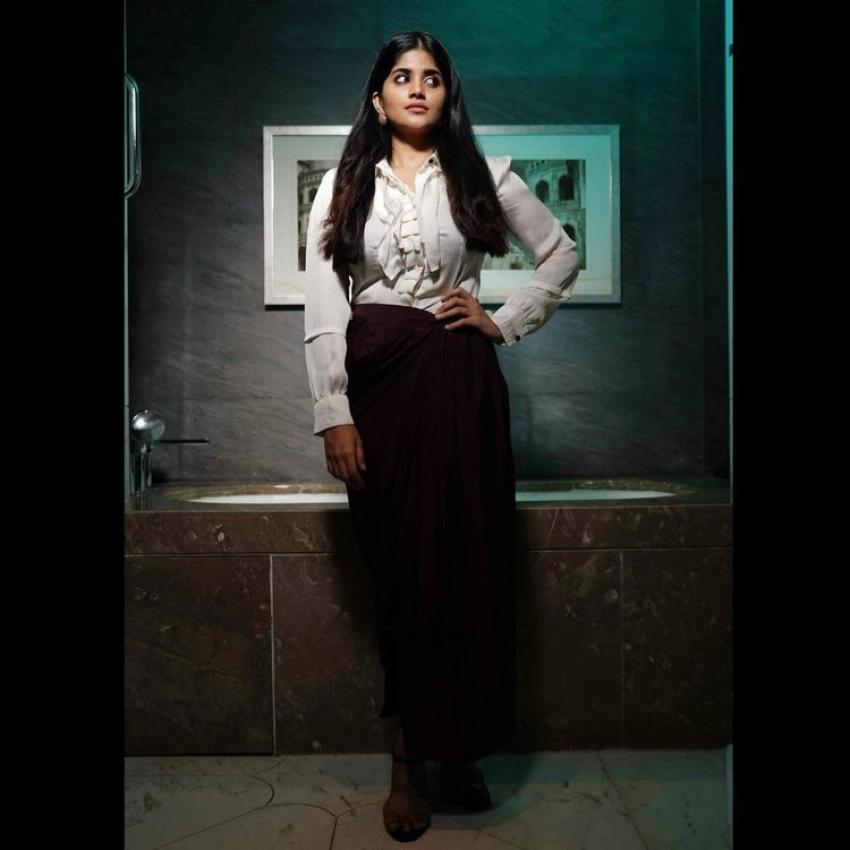 హాట్ & క్యూట్ అందలతో కవ్విస్తున్న మేఘా ఆకాష్.. అస్సలు తగ్గట్లేదుగా