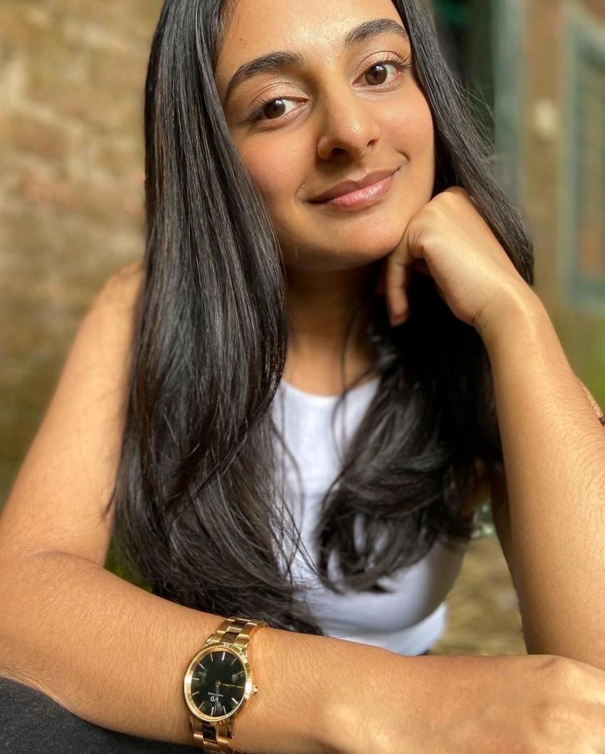 Esther Anil: దృశ్యం వెంకీ చిన్న కూతురు.. ఇప్పుడు ఎంత గ్లామర్ గా మారిపోయిందో తెలుసా..