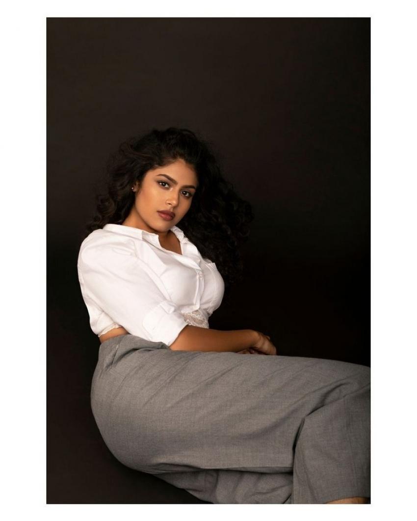 Faria Abdullah: పొట్టి నిక్కరుతో షాక్ ఇచ్చిన జాతిరత్నాలు చిట్టి.. హాట్ ఫొటోస్