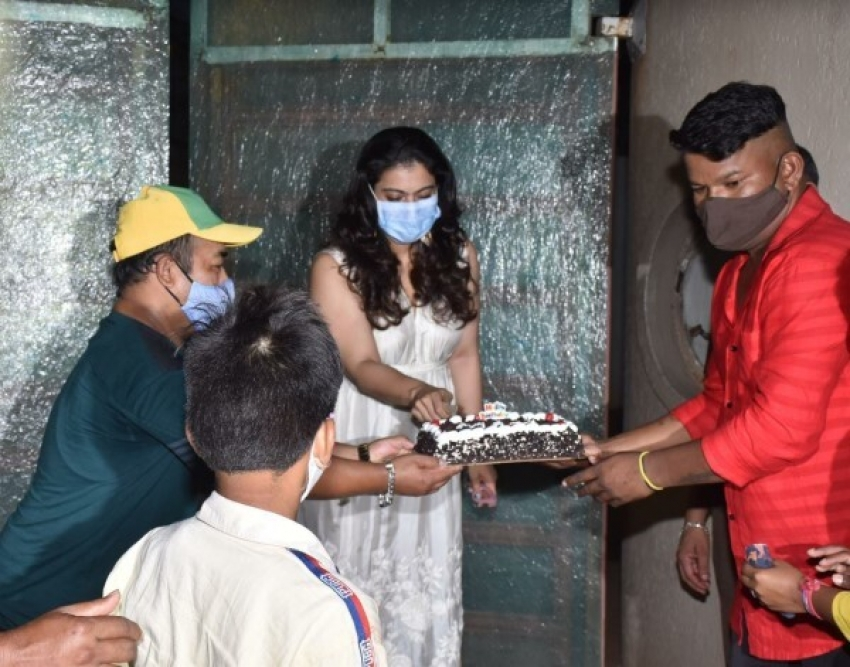 Kajol celebrates her birthday with her fans Photos