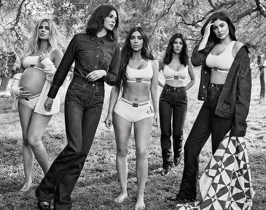 Kim Kardashian & Family's Unmissable Photoshop Fails Photos