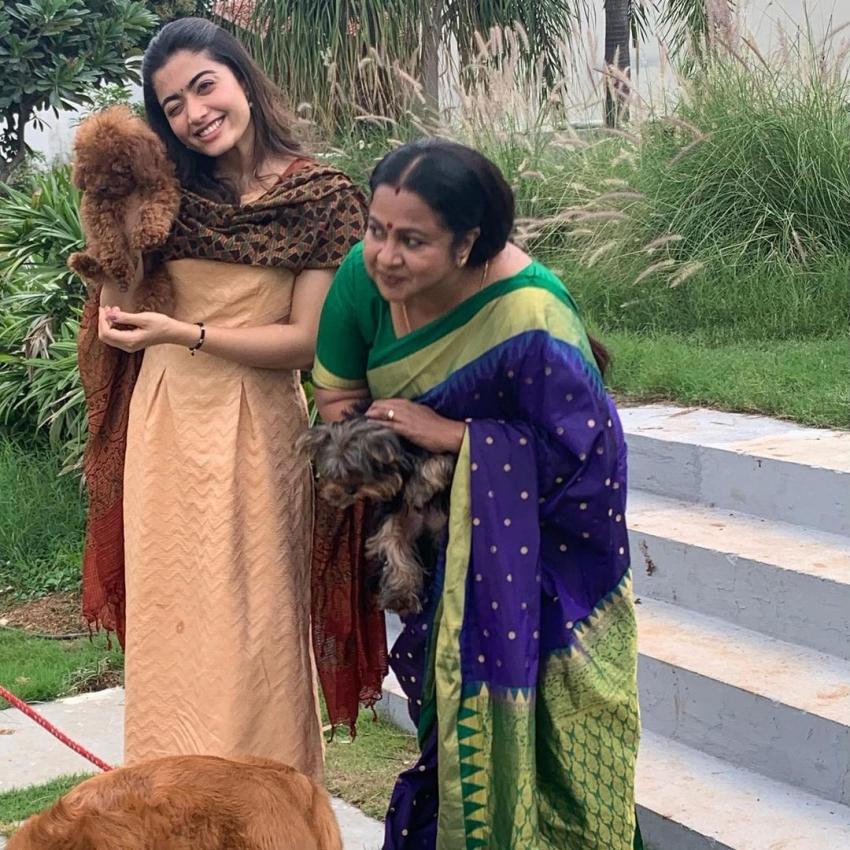 பாவ்சம்! ராதிகாவுடன் ராஷ்மிகா மந்தனா.. ரெண்டு பேரும் எப்படி கொஞ்சுறாங்க பாருங்க!