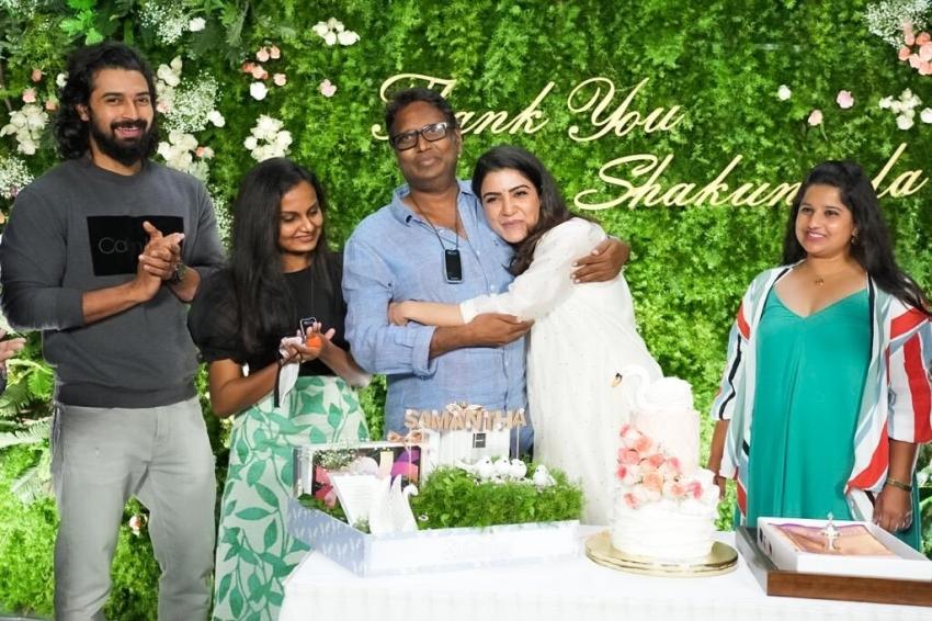 Samantha Akkineni శాకుంతలం సెట్లో ఎమోషనల్.. చివరి రోజున ఘనంగా వీడ్కోలు.. సోషల్ మీడియాలో ఫోటోలు వైరల్!