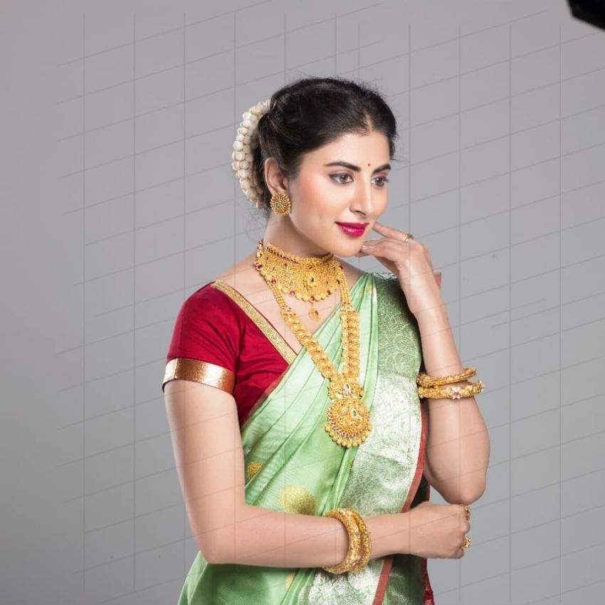 Shweta Avasthi.. బ్యూటిఫుల్ ఫోటోలు.. క్లీవేజ్ షోతో ఆకట్టుకొన్న బ్యూటీ