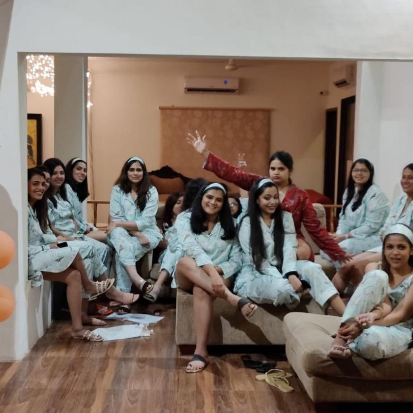 Vidyullekha Raman.. బికినీలో విద్యుల్లేఖ రామన్.. మందు గ్లాసుతో రచ్చ రచ్చ!