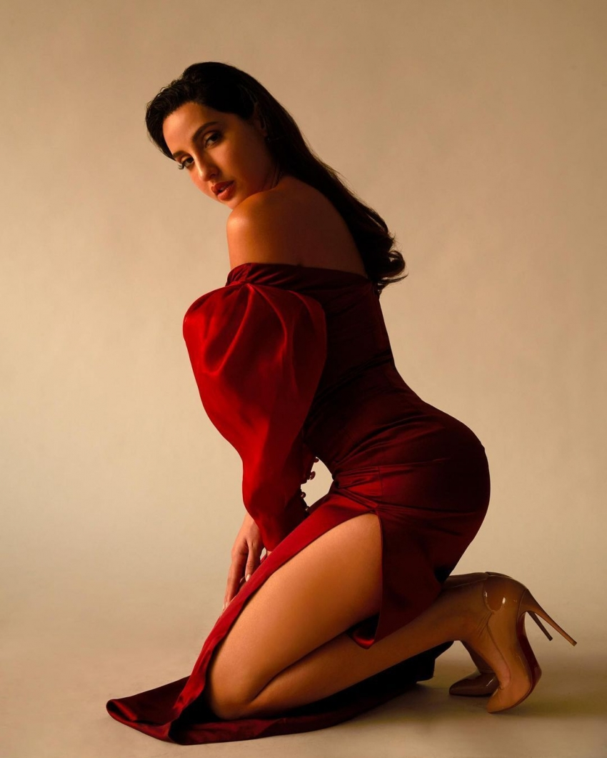 Nora Fatehi నడి రోడ్డుపై ఎద అందాల ప్రదర్శన.. వైరల్ అవుతున్న హాట్ హీరోయిన్ ఫోటోలు