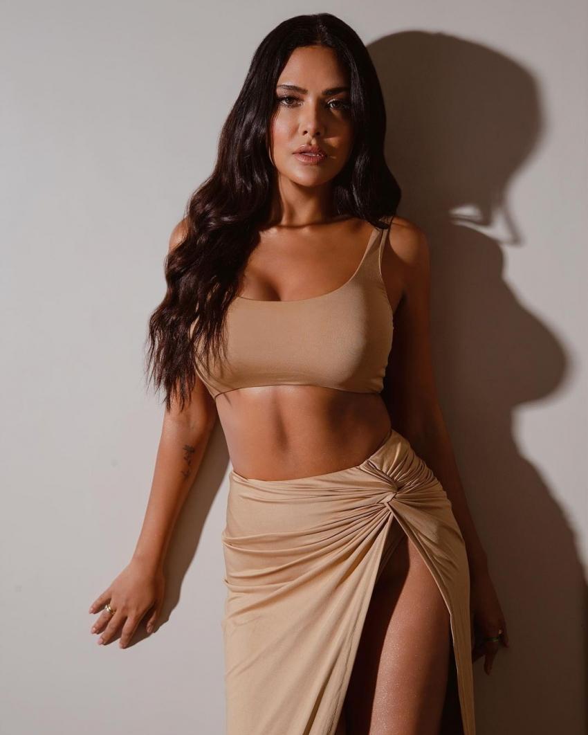 ईशा गुप्ता की सेक्सी तस्वीरें, रिवीलिंग ड्रेस में दिखाई बोल्डनेस
