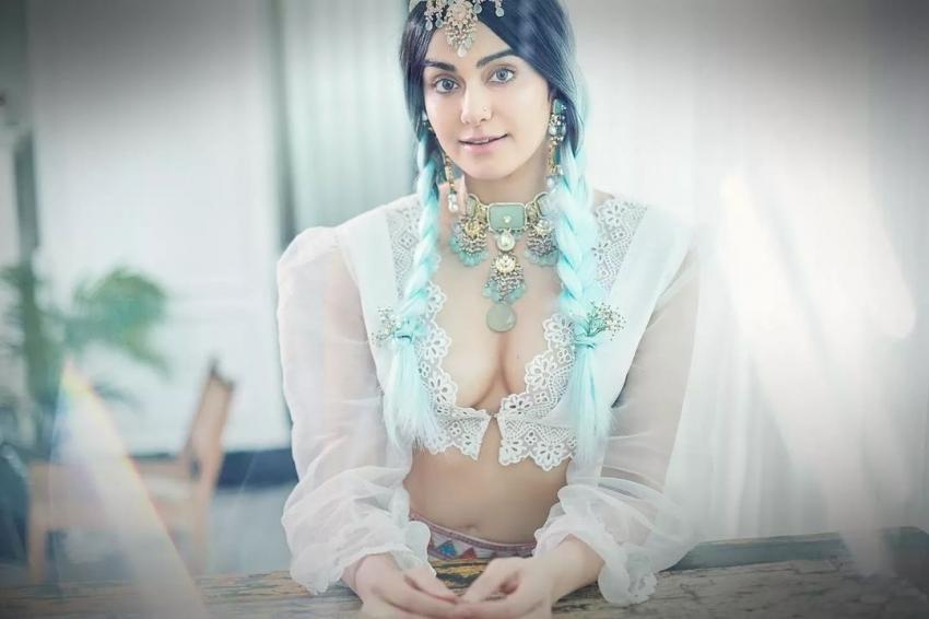 Adah Sharma : ఉల్లిపొర లాంటి డ్రెస్ లో అందాల విందు.. ఎద అందాలను చూపుతూ