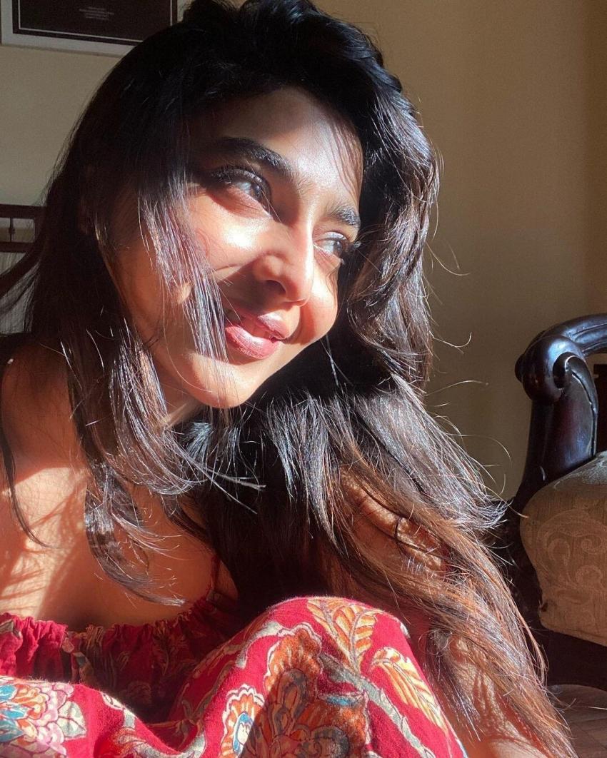 ஐஸ்வர்யா லட்சுமியின் விதவிதமான ரியாக்ஷன்ஸ்... வைரலாகும் போட்டோஸ்!