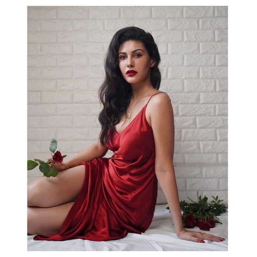 ஆஹா என்ன அழகு...தனுஷ் பட நடிகையின் செம ஹாட் ஃபோட்டோஸ்