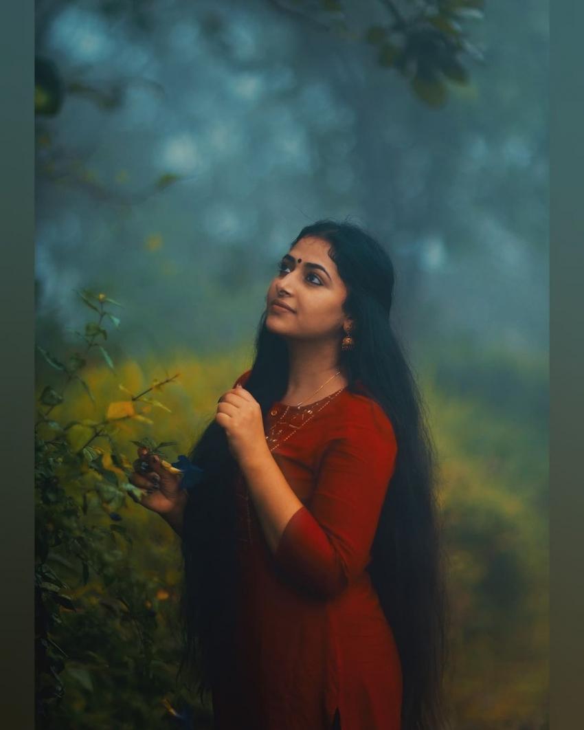 ഇത് തനി മലയാളി സൗന്ദര്യം; അനു സിത്താരയുടെ പുത്തന് ചിത്രങ്ങളിതാ