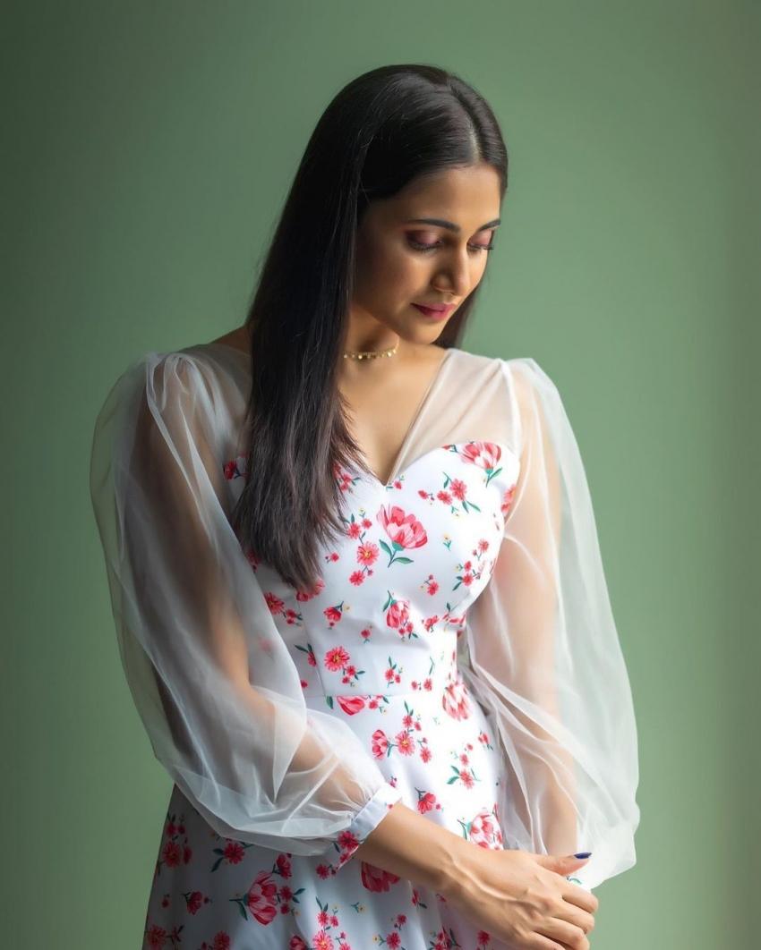 பாலிவுட் நடிகை ரேஞ்சுக்கு ஜிம்மில் வொர்க்கவுட் செய்யும் நடிகை லாஸ்லியா... வேற லெவல் போட்டோஸ்!
