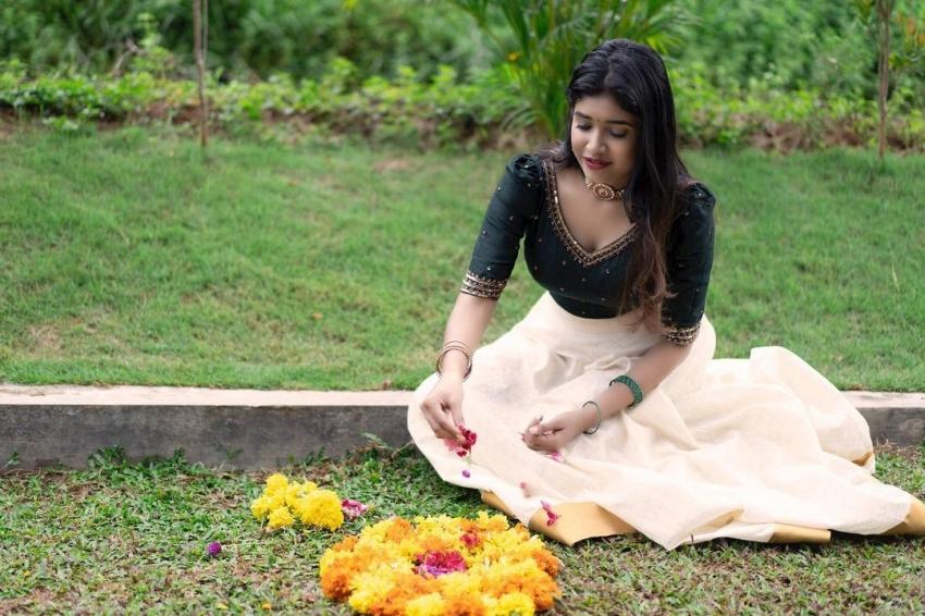 കറുപ്പണിഞ്ഞ് ഹോട്ടായി അലക്സാന്ദ്ര; ബിഗ് ബോസ് സുന്ദരിയുടെ പുത്തന് ചിത്രങ്ങള്