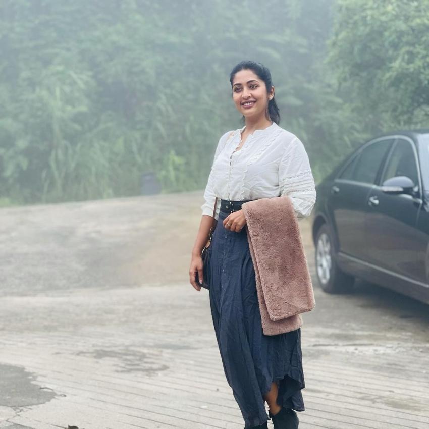 വേറിട്ട ലുക്കില് നവ്യ നായര്; തിരിച്ചുവരവിനുള്ള കാത്തിരിപ്പിലെന്ന് ആരാധകര്