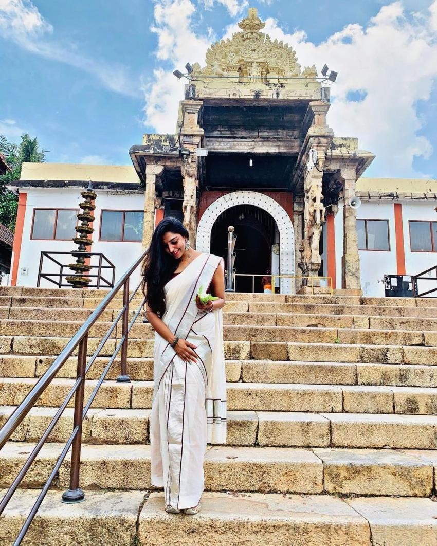 സെറ്റ് സാരിയില് തനി മലയാളിയായി റിതു മന്ത്ര; ബിഗ് ബോസ് താരത്തിന്റെ ക്ഷേത്ര ദര്ശനം