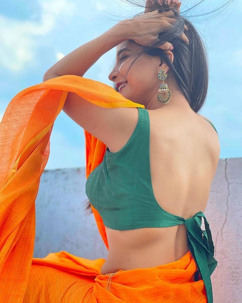 ബിഗ് ബോസ് താരം സാക്ഷി അഗർവാളിൻ്റെ സാരി ഉടുത്തുള്ള ഏറ്റവും മനോഹമായ ചിത്രങ്ങൾ കാണാം