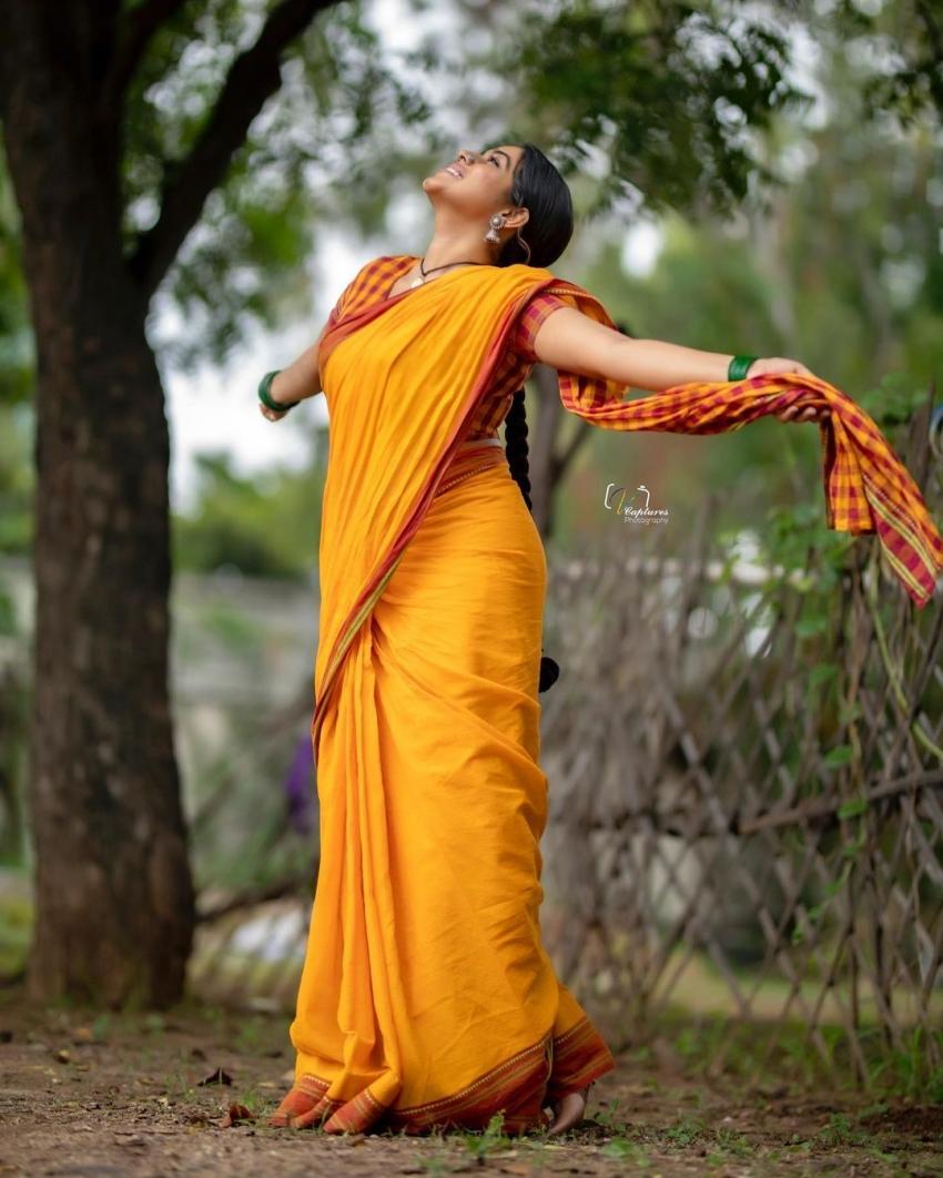 കുസൃതിഭാവങ്ങളുമായി ഷംന കാസിം; പുതിയ ചിത്രങ്ങളിതാ