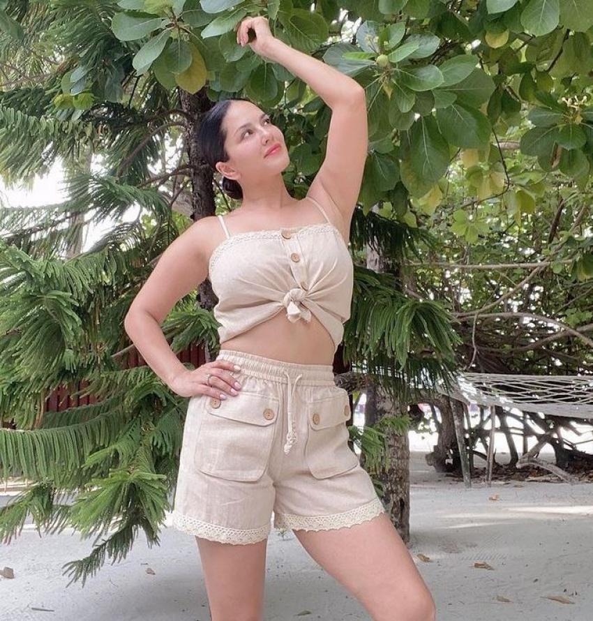 Sunny Leone: బీచ్లో ఓ రేంజ్లో రెచ్చిపోయిన సన్నీ లియోన్.. బికినీతో అందాలు మొత్తం చూపిస్తూ!