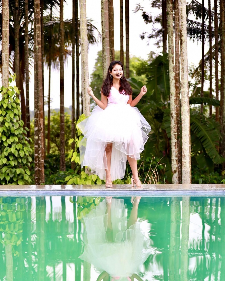 Ananya Nagalla : అప్పట్లో అలా ఇప్పట్లో ఇలా.. బొద్దుగా vs ముద్దుగా!