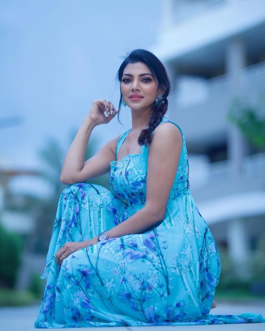 Bigg Boss Telugu 5 contestant Lahari Shari రేర్ ఫోటోలు.. అర్జున్ రెడ్డి భామ అందాలు ఆరబోత