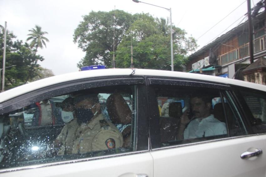 Celebs at Akshay Kumar's mother Aruna Bhatia's funeral Photos