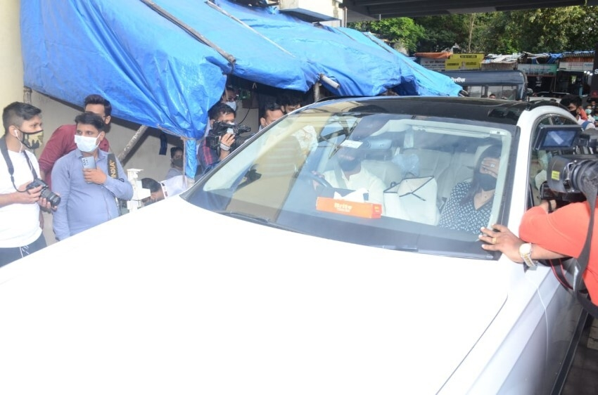Celebs Pay Last Respects To Sidharth Shukla Photos