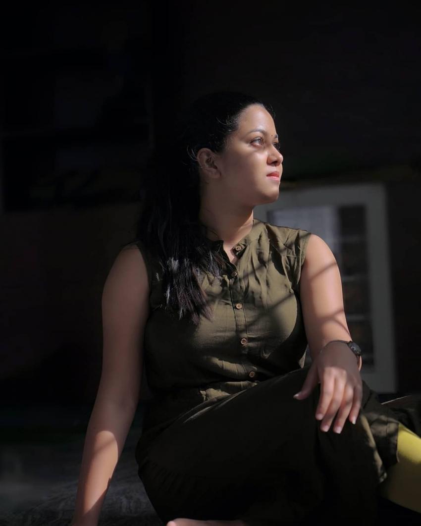 സ്റ്റൈലൻ ഗെറ്റപ്പിൽ  കരിക്ക് താരം  ശ്രുതി, ചിത്രം നോക്കൂ