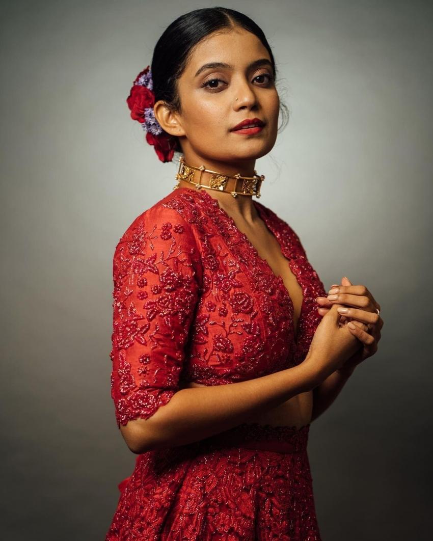 പുത്തൻ ലുക്കിൽ അന്ന ബെൻ, ചിത്രം കാണൂ