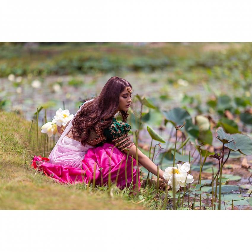 Nabha Natesh చీరకట్టులో పరువాలు పంచిన ఇస్మార్ట్ బ్యూటీ
