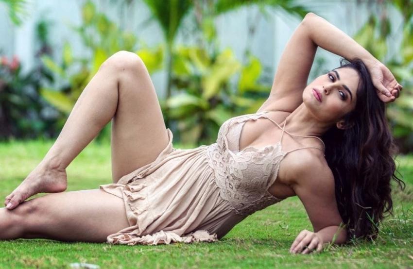 Naina Ganguly : ఘాటు అందాలతో రచ్చ.. ఎద అందాలు ఒకపక్క, గీత దాటేసి మరీ ఇలానా!