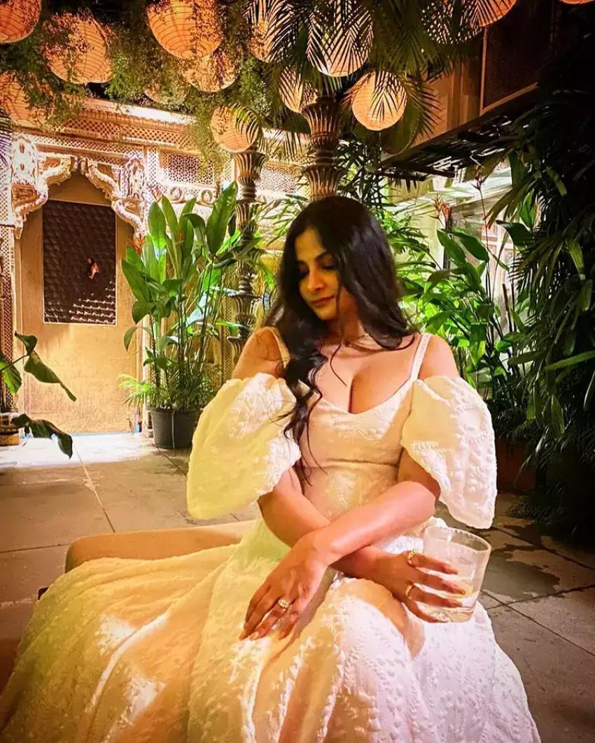 Rhea Kapoor And Karan Boolani Honeymoon Photos Goes Viral Internet Photos