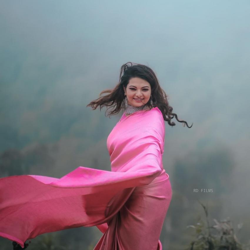 ഭര്ത്താവിനൊപ്പം സാന്ദ്ര തോമസിന്റെ മനോഹര ചിത്രങ്ങള്, കാണാം