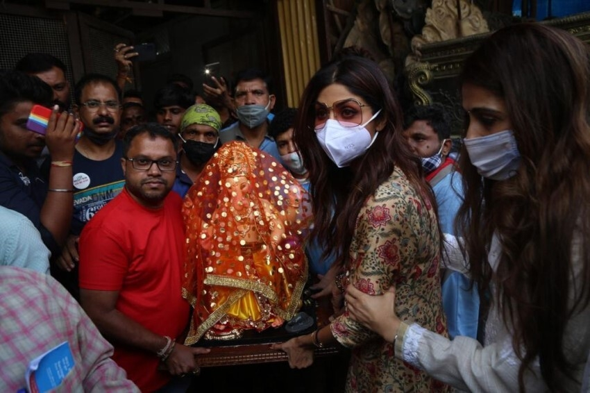 Shilpa Shetty welcomes Ganpati home for Ganesh Chaturthi Photos