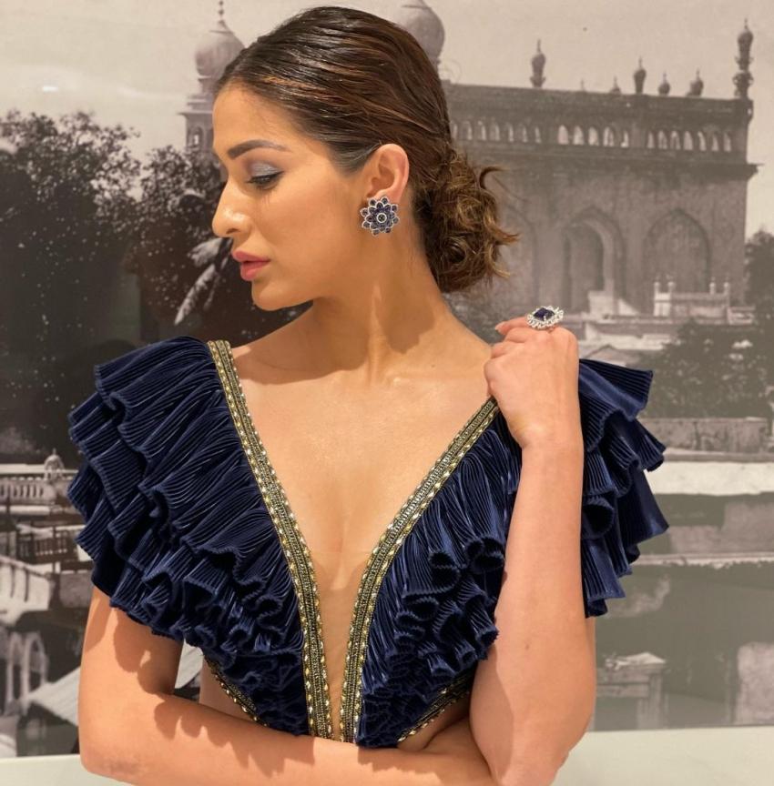 സൈമ അവാർഡ് നിശയിൽ  തിളങ്ങി റായി ലക്ഷ്മി, ചിത്രം  സോഷ്യൽ മീഡിയയിൽ വൈറലാവുന്നു