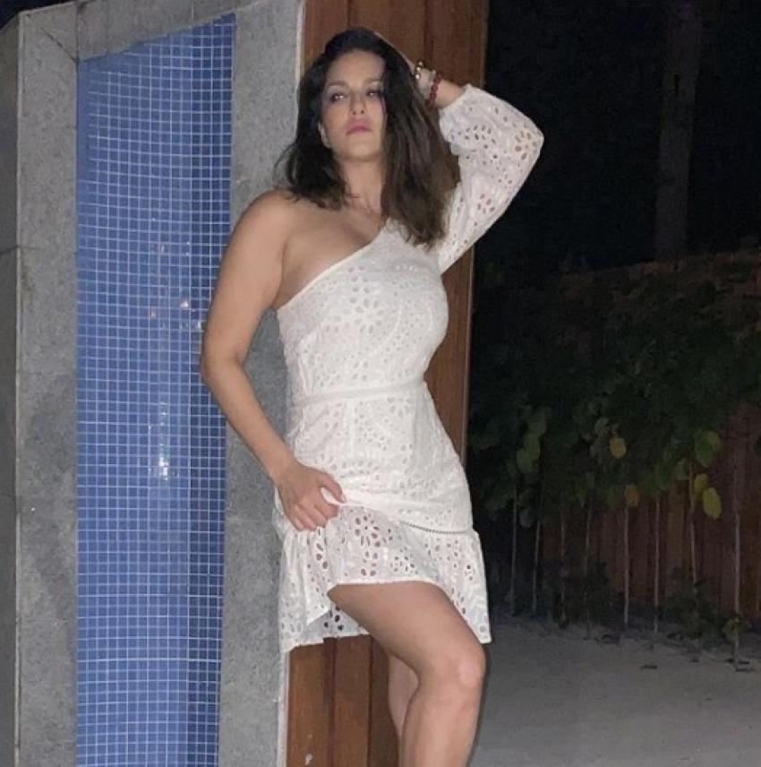 Sunny Leone Raises Up The Heat In Maldives Photos