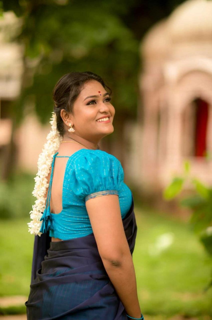 பாவாடை தாவணியில் விஜே அகல்யா... நியூ போட்டோஷூட்!