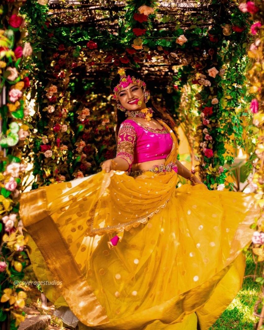 90ஸ் கிட்ஸின் ஃபேவரைட் விஜே மகாலக்ஷ்மி இப்போ எப்படி இருக்காரு பாருங்க!