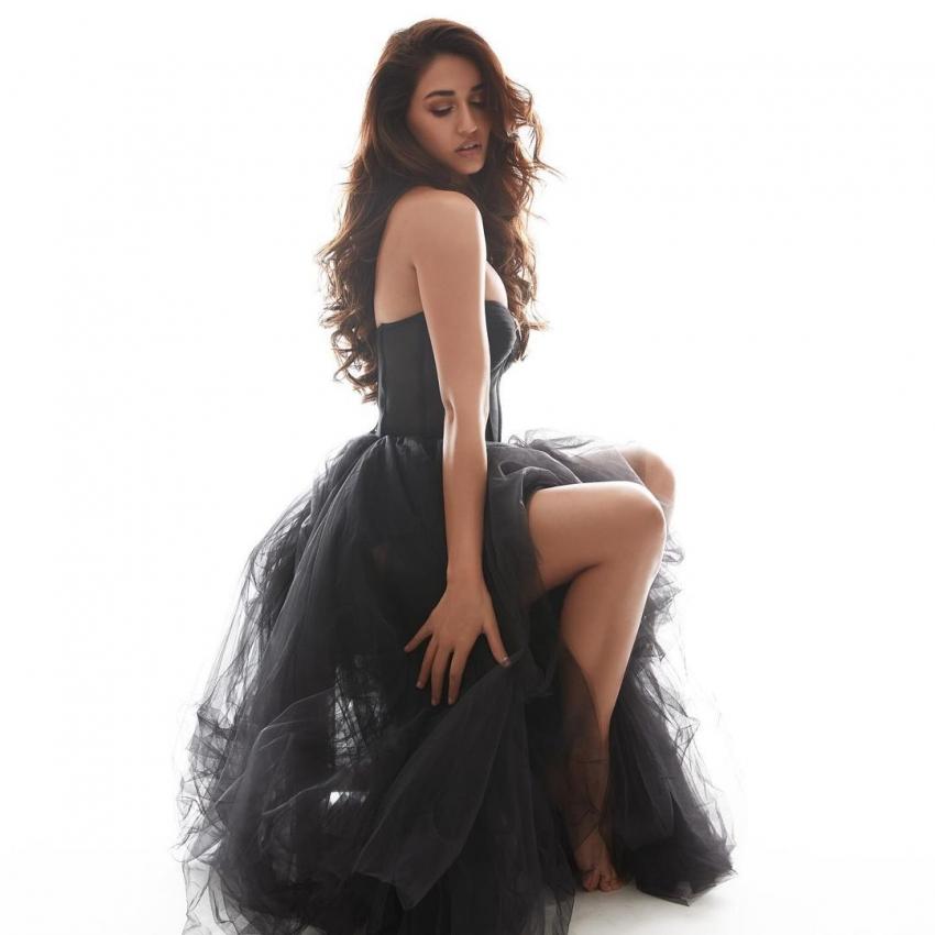 ब्लैक ड्रेस में दिशा पाटनी का सेक्सी अंदाज, देखिए तस्वीरें!
