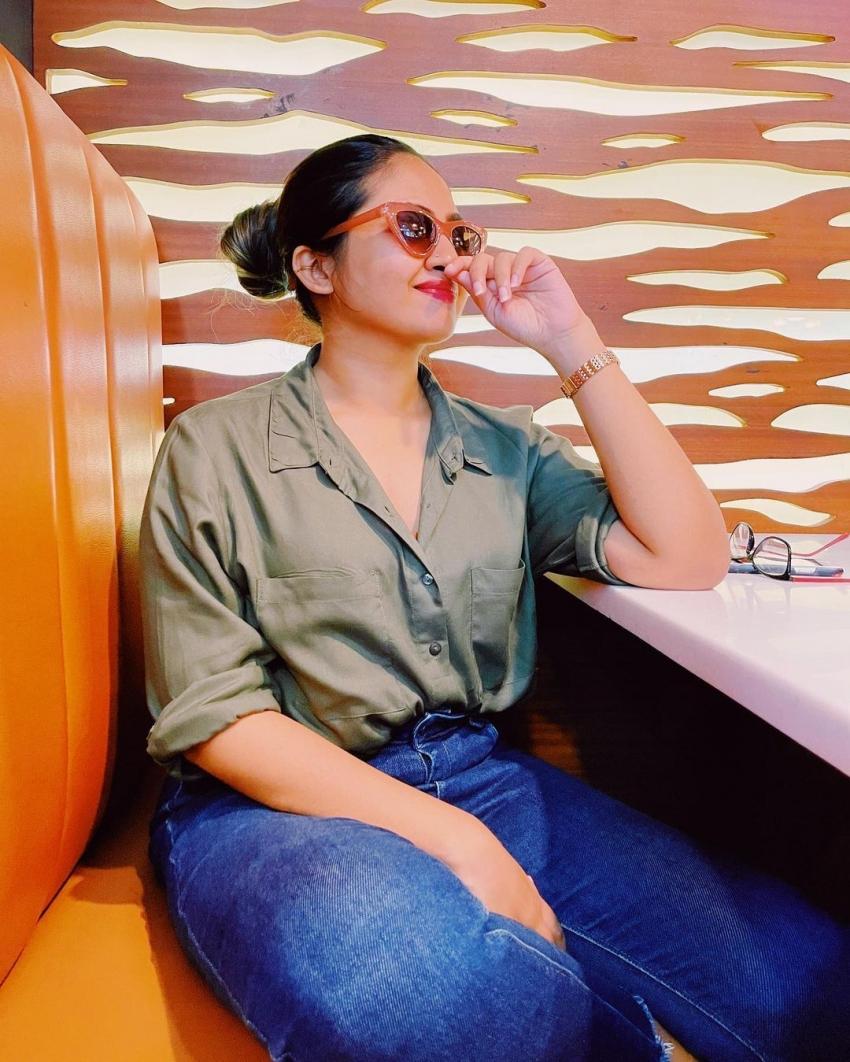 വെളള വസ്ത്രത്തിൽ സ്റ്റൈലൻ ലുക്കിൽ ഷാലിന് സോയ, ചിത്രം  നോക്കൂ